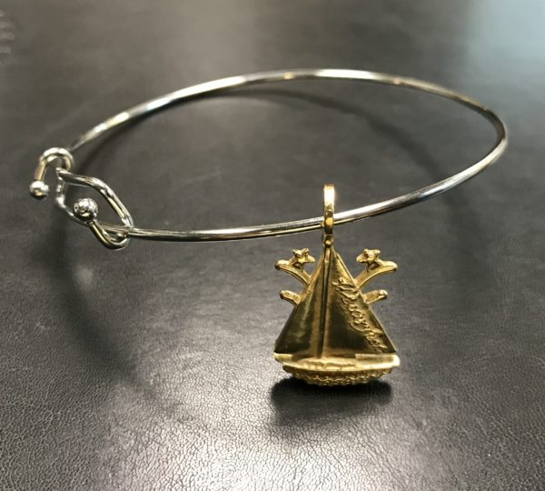 The Winterfest Boat Bracelet in Gold color